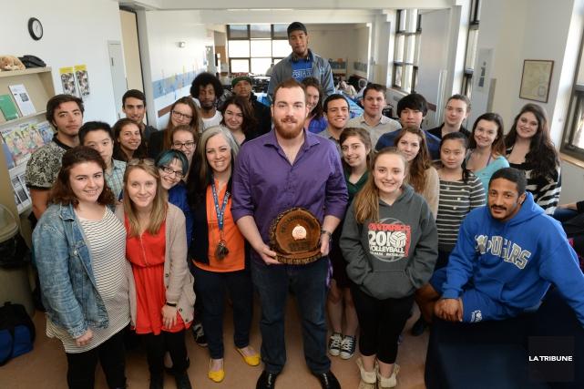 L'étudiant Jake Rose (au centre) a présenté son... (Imacom, Maxime Picard)