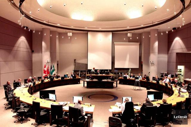 Habituellement, les réunions du conseil municipal d'Ottawa débutent... (Archives, LeDroit)
