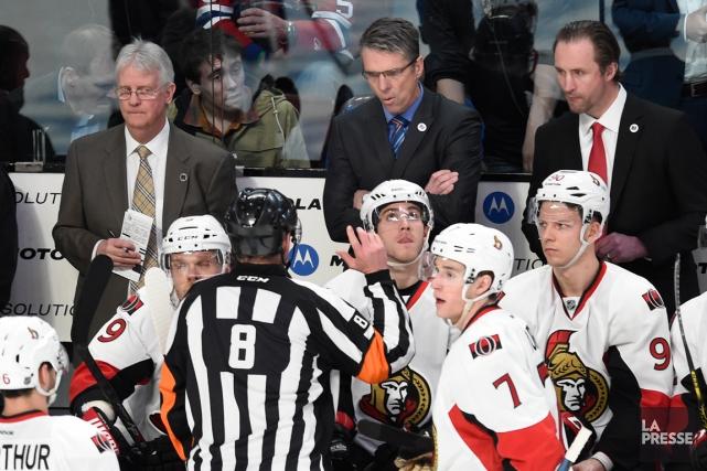 L'entraîneur-chef des Sénateurs, Dave Cameron (au centre), souhaite... (Photo Bernard Brault, La Presse)