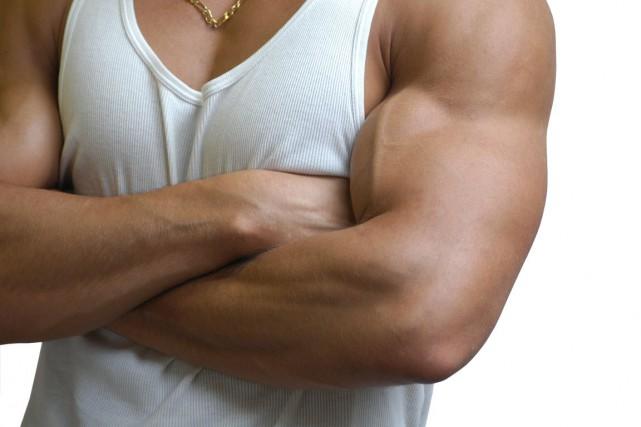 Les hommes qui consomment des suppléments afin de développer leur musculature... (Photos.com)