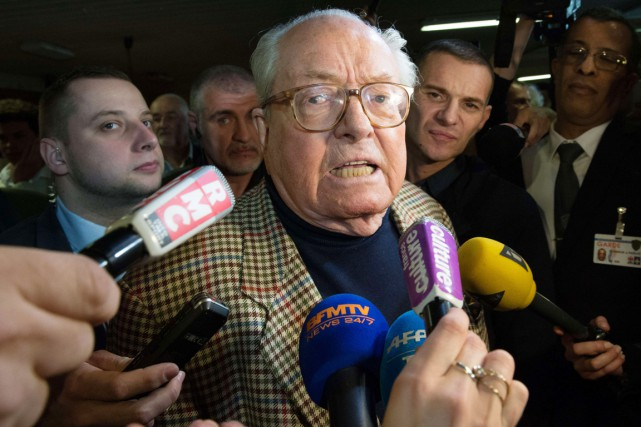 Jean-Marie Le Pen... (PHOTO BERTRAND LANGLOIS, ARCHIVES AFP)