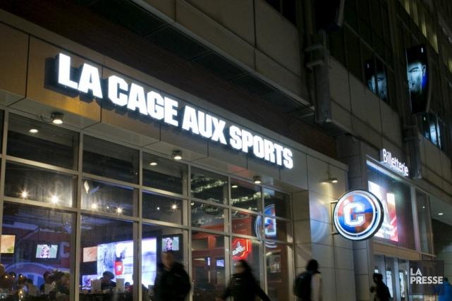 La bannière de La Cage aux sports compte... (PHOTO HUGO-SÉBASTIEN AUBERT, ARCHIVES LA PRESSE)