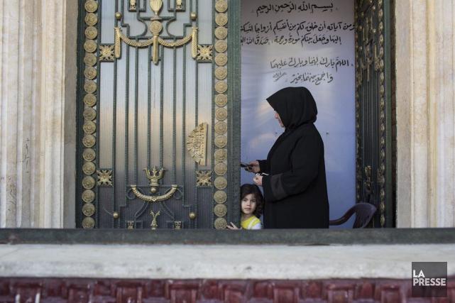 Une femme et un enfant se présentent à... (Photo Édouard Plante-Fréchette, archives La Presse)