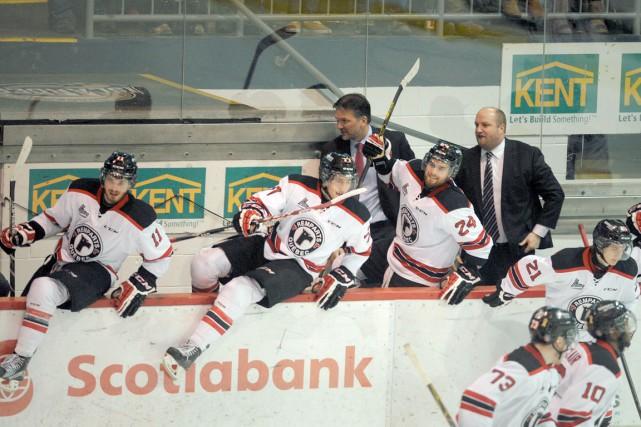 Les Remparts célèbrent après avoirbalayé les Islanders et... (Photo La Presse Canadienne)