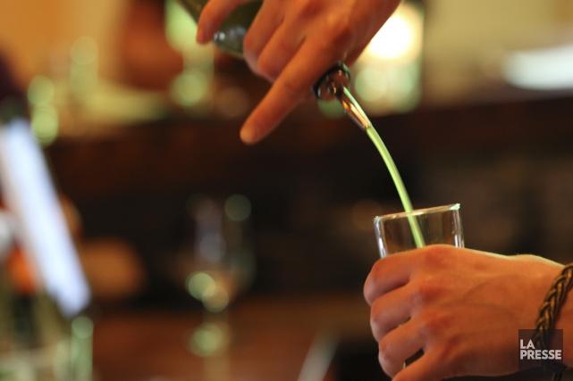 Au total, 19,7 % des buveurs québécois ont... (PHOTO HUGO-SÉBASTIEN AUBERT, LA PRESSE)