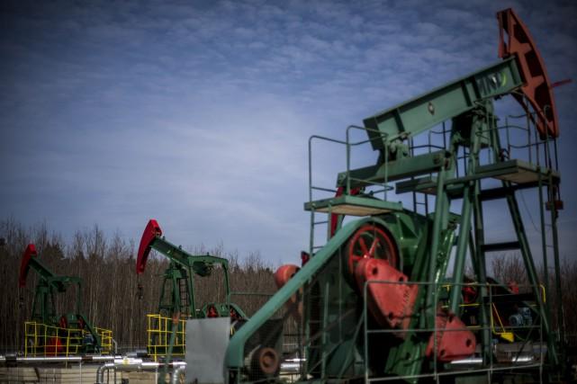 Les cours du pétrole ont reflué vendredi à New York, marquant la fin d'une... (PHOTO ARCHIVES REUTERS)