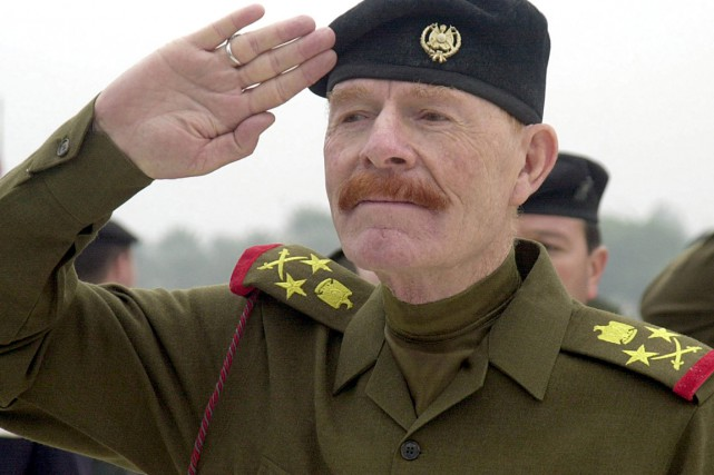 Izzat Ibrahim al-Douri... (PHOTO JASSIM MOHAMMED, ARCHIVES AP)