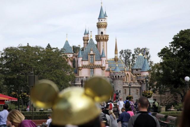 L'épidémie a démarré au parc Disney, et les... (Photo Jae C. Hong, archives AP)