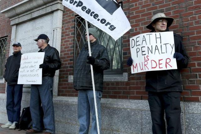 Des militants contre la peine de mort ont... (PHOTO LISA HORNAK, REUTERS)