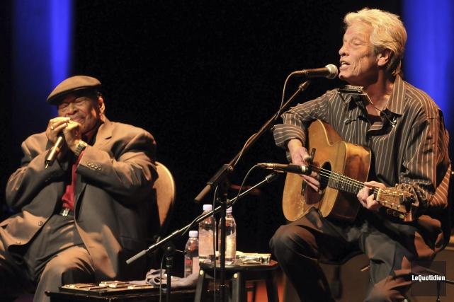 Le duo formé par les légendes du blues... ((Photo Le Quotidien-Rocket Lavoie))