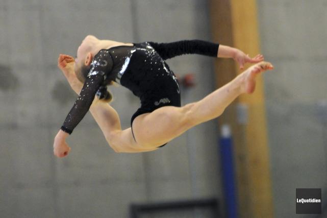 Les meilleurs gymnastes du Québec sont en action,... ((Photo Le Quotidien, Michel Tremblay))