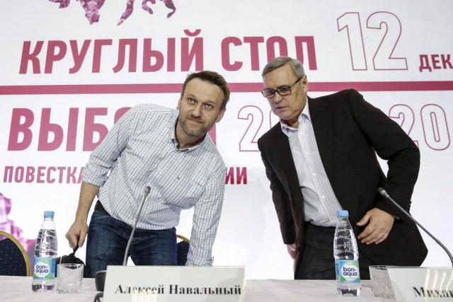 Alexeï Navalny (à gauche), l'ennemi juré de Vladimir... (PHOTO MAXIM SHEMETOV, REUTERS)