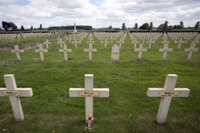Un cimetière militaire de la Première Guerre mondiale,... (Photo Virginia Mayo, archives AP)