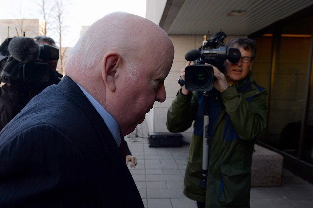 Le sénateur suspendu Mike Duffy fait face à... (PHOTO SEAN KILPATRICK, LA PRESSE CANADIENNE)