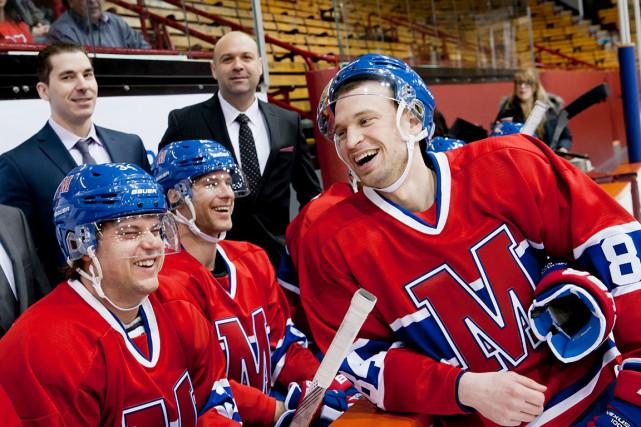 Daniel Savoie incarne Patrice Lemieux, le faux hockeyeur... (Photo fournie par TVA)