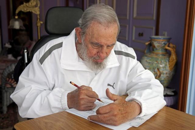 Fidel Castro, 88 ans et retiré du pouvoir... (AP)