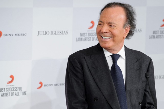 Julio Iglesias... (Photo: AP)