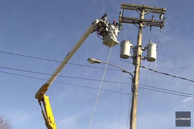 Des pannes de courant sont à prévoir tôt ce matin sur la rue King Ouest, à... (Archives La Tribune)