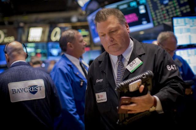 Wall Street a fini en hausse lundi, saluant une mesure de relance économique en... (PHOTO BRENDAN MCDERMID, REUTERS)