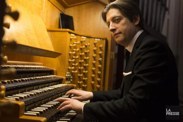 Vincent Boucher à l'orgue de l'Oratoire, dont il... (Photo: Olivier Pontbriand, La Presse)