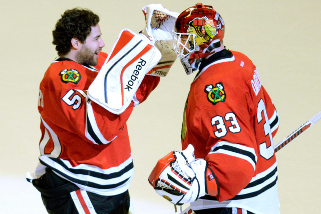 Corey Crawford et Scott Darling... (Photo John Starks, AP)