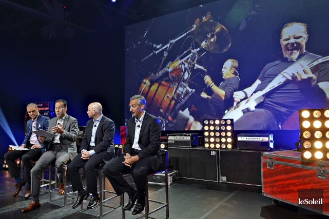 Benoît Robert (à gauche), président du Groupe Sports... (Le Soleil, Patrice Laroche)