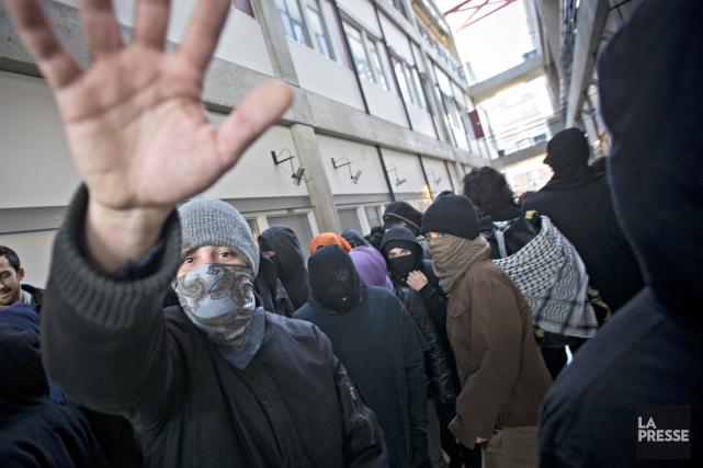 La présence d'éléments masqués et les grabuges des derniers jours ont... (Photo Patrick Sanfaçon, La Presse)