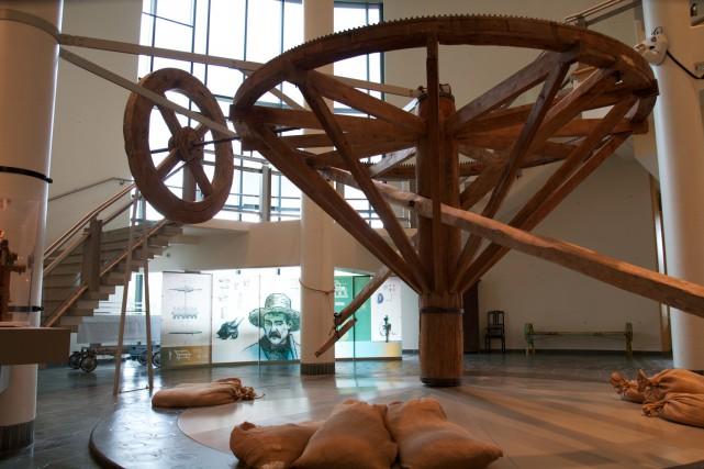 Ce marche-à-terre trônant dans le hall du Musée... (Photo: archives Le Nouvelliste)