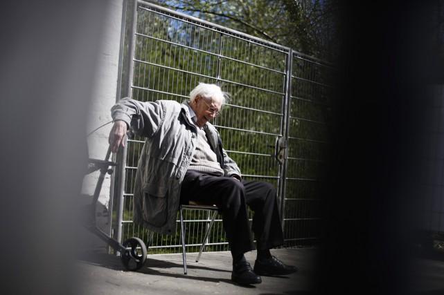 Oskar Gröning est jugé en Allemagne pour «complicité... (PHOTO MARKUS SCHREIBER, AP)