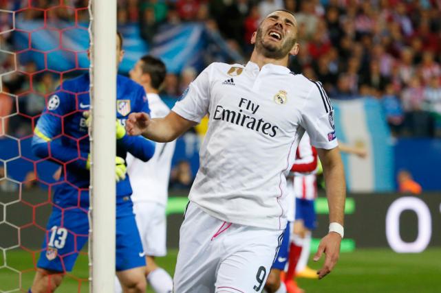 Karim Benzema souffre d'une entorse au genou droit.... (Photo Juan Medina, Reuters)
