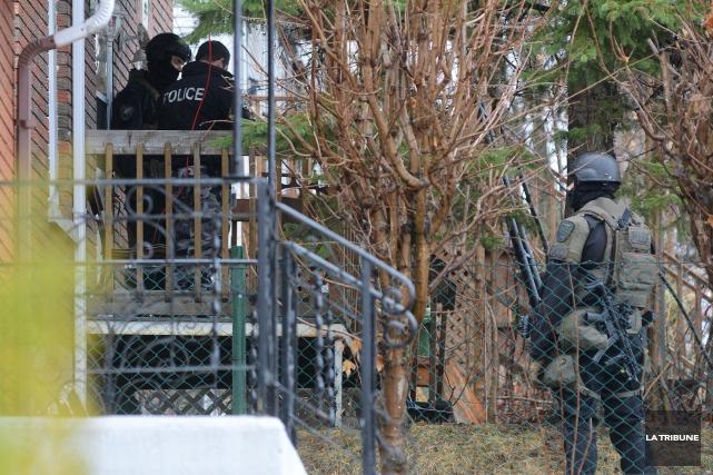 L'individu qui tenait en haleine les policiers dans l'est de Sherbrooke s'est... (Imacom, Frédéric Côté)
