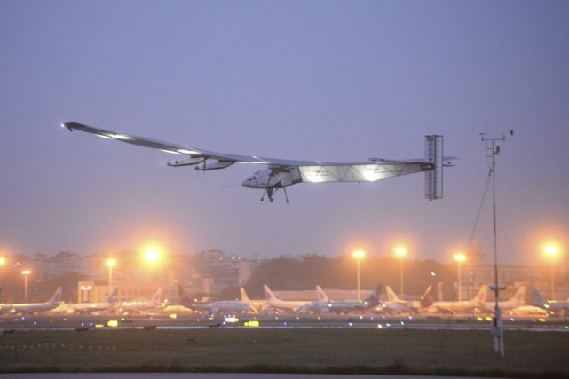 L'avion Solar Impulse 2 a décollé mardi matin de... (Photo Chinatopix / AP)