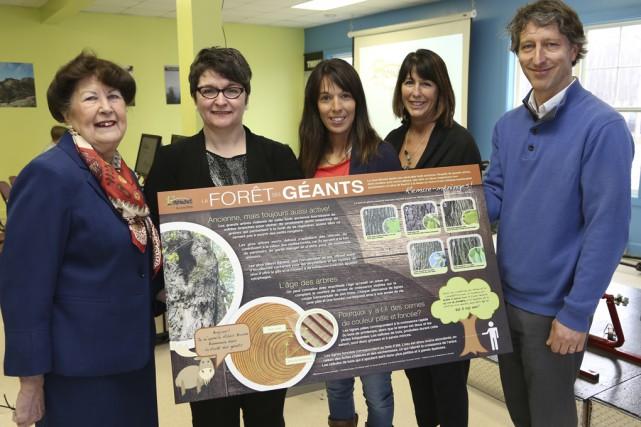 Pauline Quinlan, mairesse de Bromont, Vicky Villeneuve, de... (photo Alain Dion)