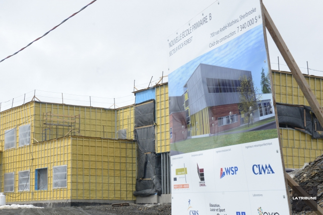 L'école sise en construction dans le secteur de... (Archives La Tribune, Jessica Garneau)