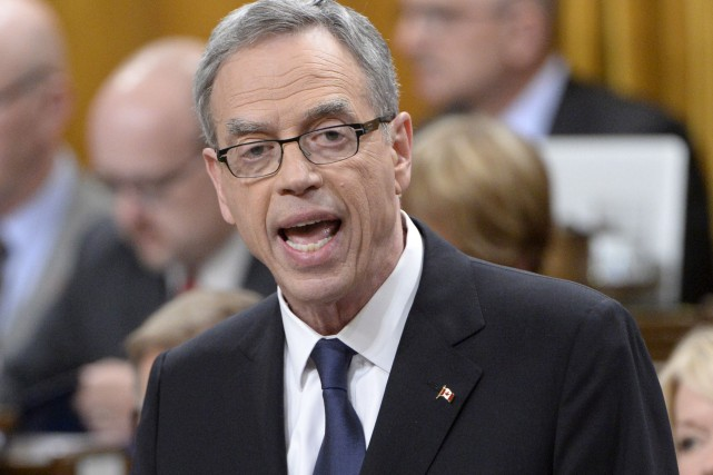 Le ministre des Finances fédéral, Joe Oliver, alors... (Photo Adrian Wyld, La Presse Canadienne)