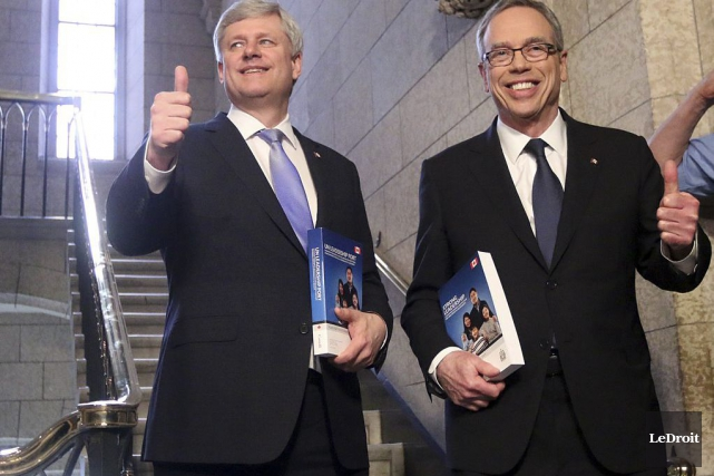 Stephen Harper et le ministre Joe Oliver ont... (PHOTO ÉTIENNE RANGER, ARCHIVES LEDROIT)