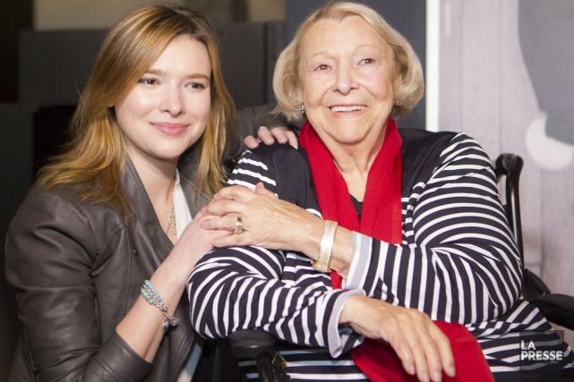 Flavie Payette-Renouf aux côtés de sa grand-mère, Lise... (Photo: Olivier Pontbriand, La Presse)