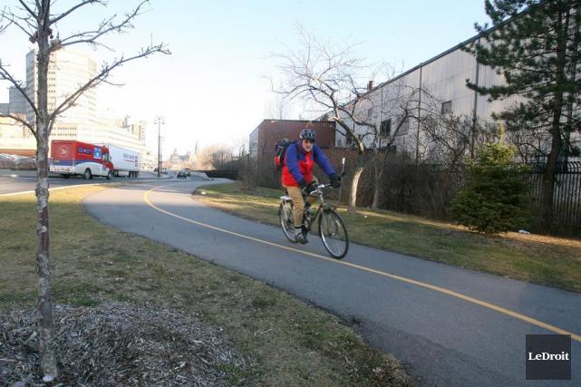 Les élus gatinois sont bien décidés à refaire de Gatineau la «ville vélo»... (Patrick Woodbury, Archives LeDroit)