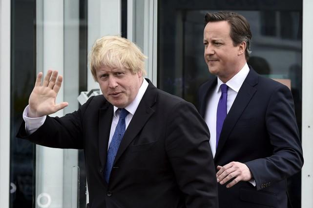 Le maire de Londres Boris Johnson (à gauche)... (PHOTO TOBY MELVILLE, REUTERS)