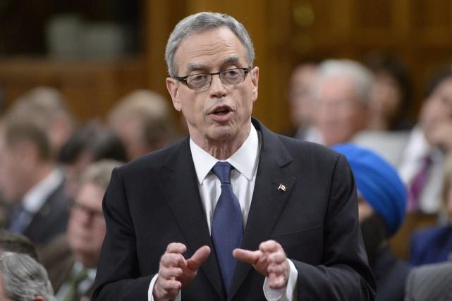 Le ministres des Finances du Canada, Joe Oliver...