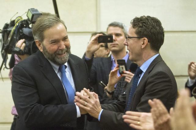 Le député néo-démocrate Andrew Cash (à droite sur... (Photo archives La Presse Canadienne)