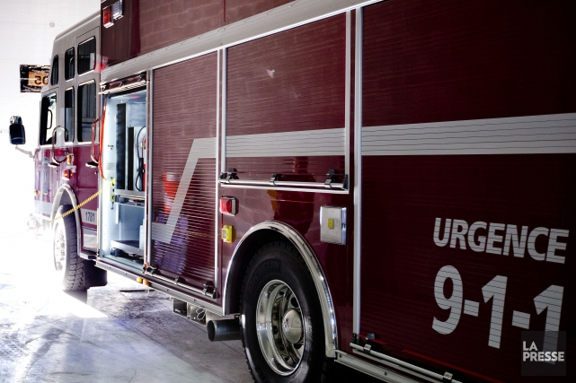 Un immeuble résidentiel inoccupé a été ravagé par un incendie, mercredi soir,... (PHOTO MARCO CAMPANOZZI, ARCHIVES LA PRESSE)