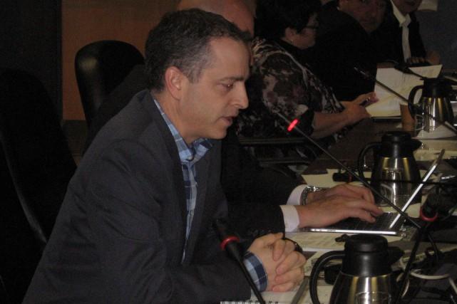 Le surintendant des affaires et trésorier du CSDCEO,... (Martin Brunette, LeDroit)