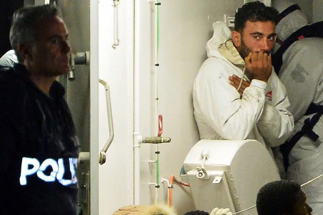 Le capitaine présumé du bateau Ali Malek est... (PHOTO ALBERTO PIZZOLI, ARCHIVES AFP)