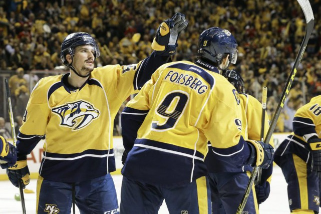 Roman Josi et Filip Forsberg (9).... (PHOTO MARK HUMPHREYS, ASSOCIATED PRESS)