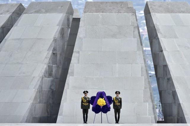 Après la cérémonie officielle, des centaines de milliers... (PHOTO KIRILL KUDRYAVTSEV, AGENCE FRANCE-PRESSE)