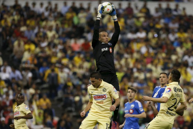 Evan Bush a reçuun carton jaune dans les... (PHOTO EDGARD GARRIDO, REUTERS)