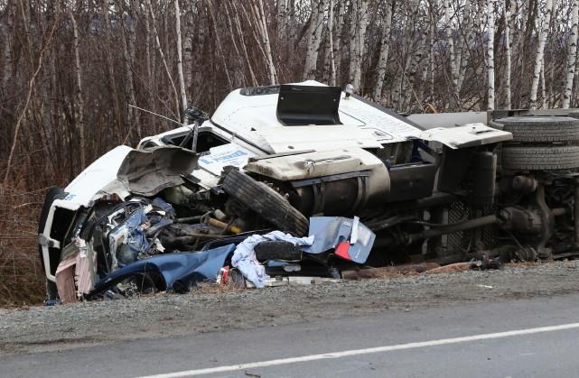 Un conducteur a perdu la vie à la... (photo Janick Marois, La Voix de l'Est)