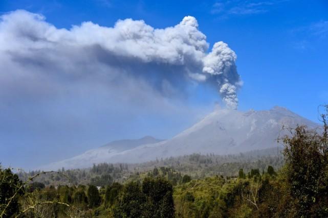 Dans l'après-midi, sauf nouvelle éruption, une centaine d'habitants... (PHOTO MARTIN BERNETTI, AFP)