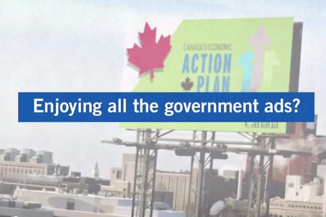 Les libéraux s'en prennent dans leur nouvelle publicité... (Image tirée de la vidéo)